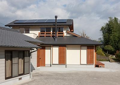 ソーラーパネルのある住宅 (H邸 H26)