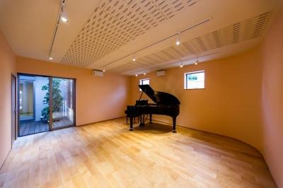アリスの家 (ピアノ室)