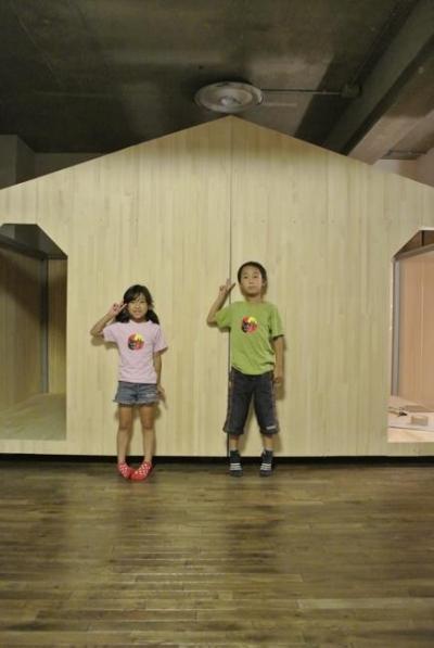 小屋風の壁で仕切った子供部屋 (コドモゴヤ)