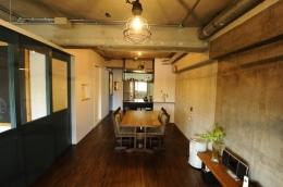 コドモゴヤ (打放しコンクリートの天井と壁のあるLDK)
