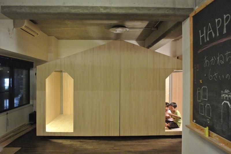 コドモゴヤの部屋 黒板のあるプレイルームと小屋風の子供部屋