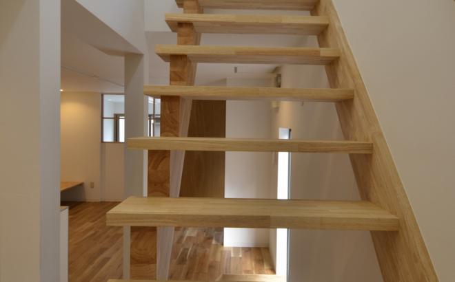 k house (開放的なオープン型階段)