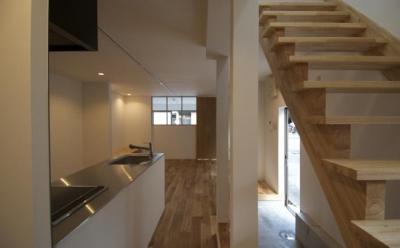 k house (オープン型階段・ペニンシュラキッチン)