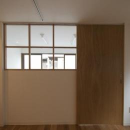 k house (室内窓のある引戸)