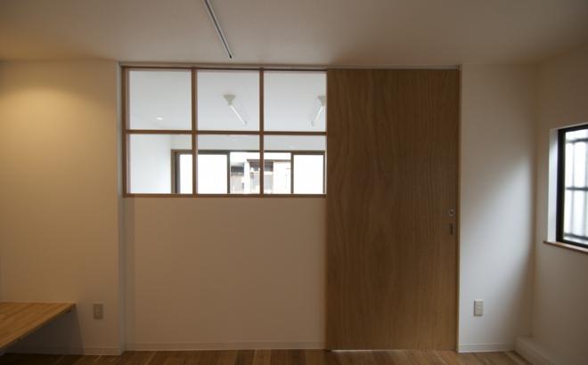 k houseの部屋 室内窓のある引戸