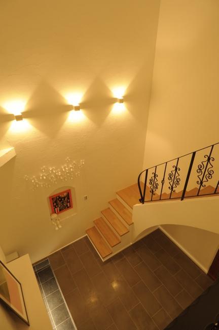 h-houseの部屋 吹き抜けから玄関ホールを見下ろす
