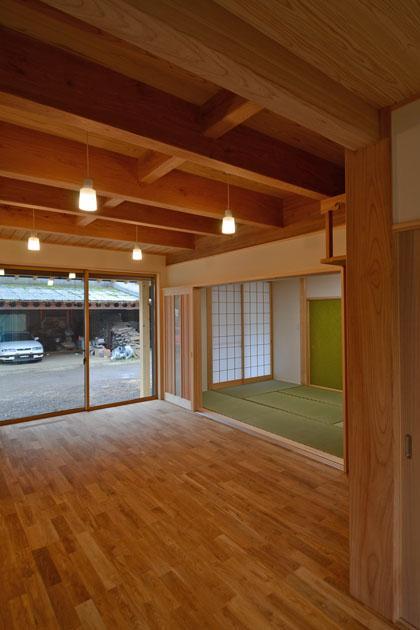 TH邸新築工事の部屋 居間と茶の間