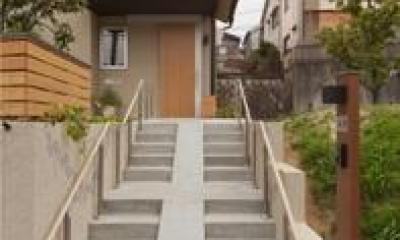 M邸 RE12 (スロープ付き階段のある外観)