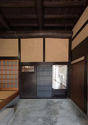 H邸 RE13 (広々とした玄関土間)