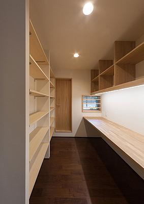 H邸 RE13の部屋 造作デスクのあるスペース