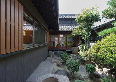 H邸 RE13の部屋 築150年の歴史を感じる庭