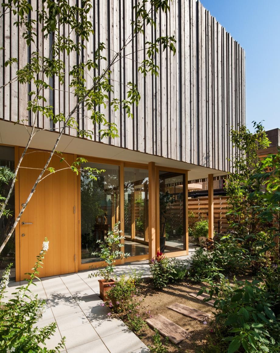 回廊の家の部屋 自然と触れ合える玄関