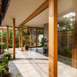 回廊の家-開放的な空間