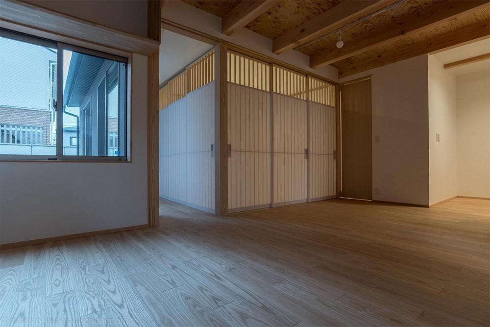 東山の家2|伝統環境保存区域の狭小敷地住宅 (リビング)