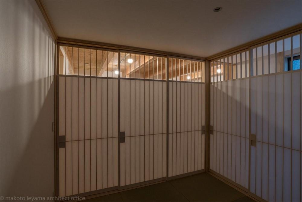 東山の家2|伝統環境保存区域の狭小敷地住宅 (畳コーナー)