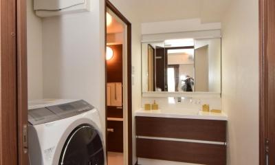 三面鏡収納付きの洗面所|デットスペースをなくすリノベーション