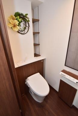デットスペースをなくすリノベーション (タンク薄型トイレで広々した空間)