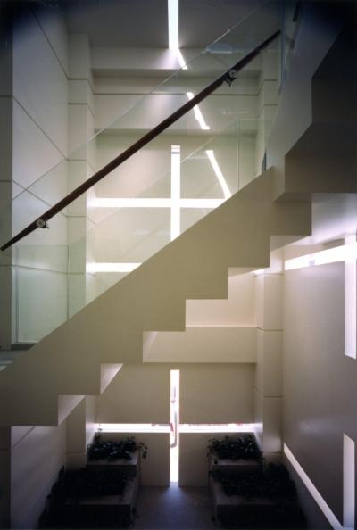 階段 (SPAZIO B.L.D 「回廊のパティオ」)