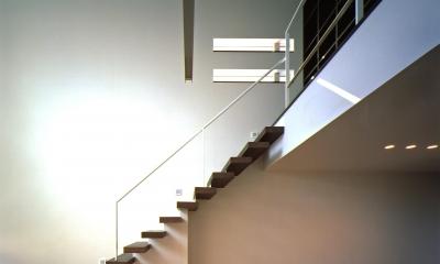 N2-house 「切抜かれた家」 (階段)