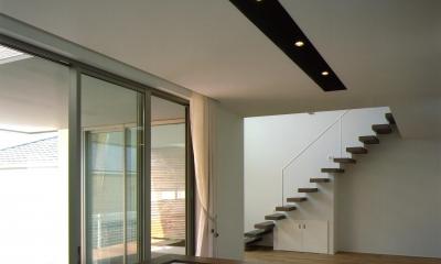N2-house 「切抜かれた家」 (キッチン)