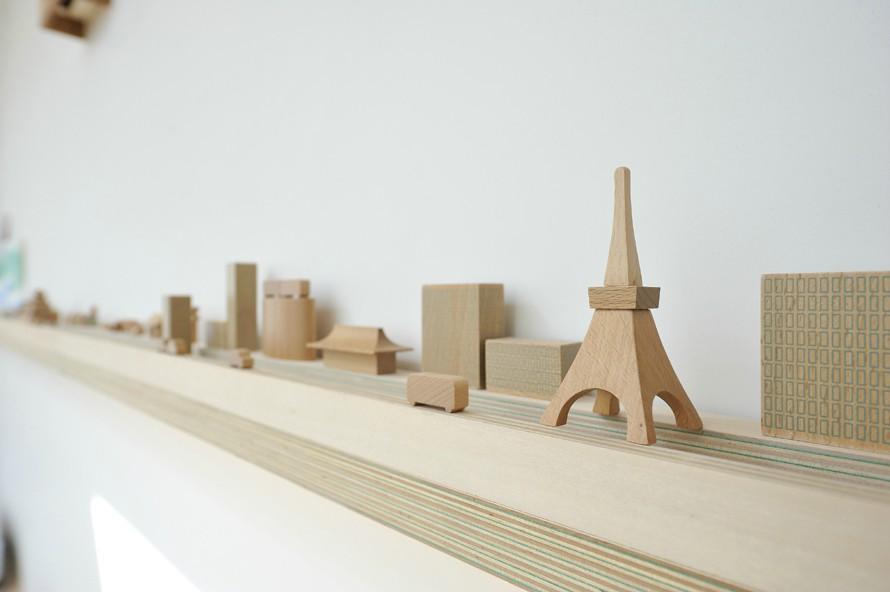 KJ-houseの写真 街を模した飾り棚