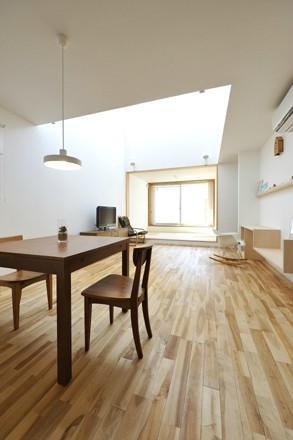 KJ-houseの部屋 吹き抜けと畳スペースのあるLDK