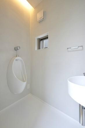YT-teiの部屋 間接照明のある白いトイレ