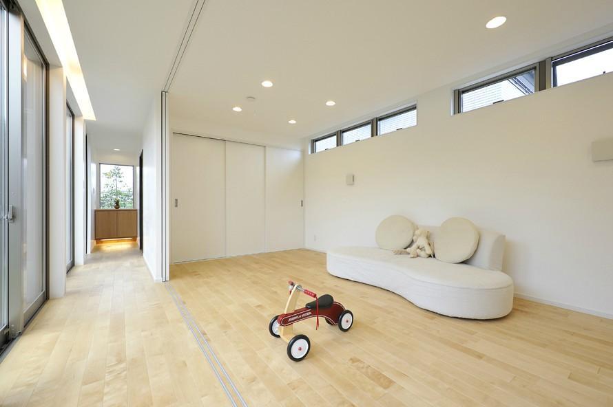 YT-teiの部屋 ソファのある洋室