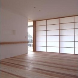 MUKURI house-大きな障子のあるリビング