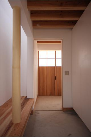 smoke hut (土間・上り框)