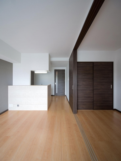 M-B.L.D 「曲線と直線の建築」 (部屋)