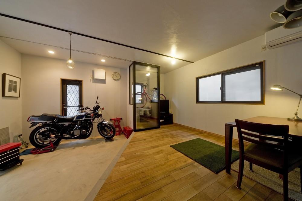 【2×4】バイクと暮らす (リビング&バイクショールーム)