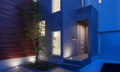 Y8-house 「木と石の家」 (外観)