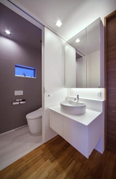 洗面室・トイレ (I3-house 「丘の上にある造形」)