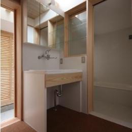 Dormer Hut (トップライトのある洗面エリア)
