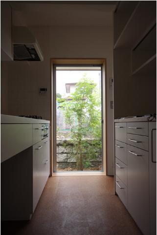 Dormer Hutの写真 勝手口のあるキッチン