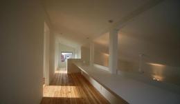 Kawasoe-House (吹き抜けに面したカウンター)