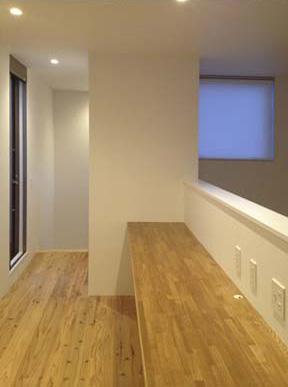 ogiShitita-Houseの部屋 吹き抜けに面したカウンター