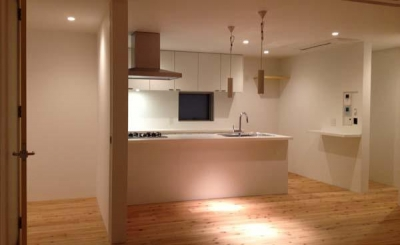 ogiShitita-House (白いペニンシュラキッチン・ダイニング)