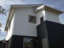 ogiShitita-House (白と黒を基調とした和モダンな外観)