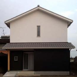 白と黒を基調とした和モダンな外観 (ogiShitita-House)