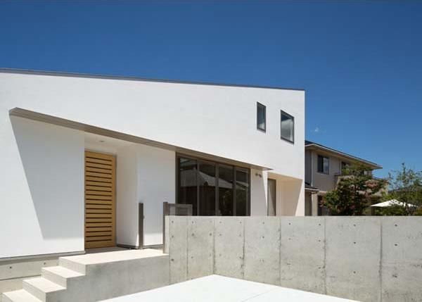 Honjyou-Houseの部屋 白い外観・駐車スペース