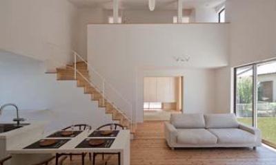Honjyou-House (吹き抜けとシーリングファンのある開放的なLDK)