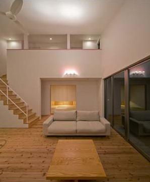 Honjyou-Houseの部屋 吹き抜けとシーリングファンのある開放的なLDK