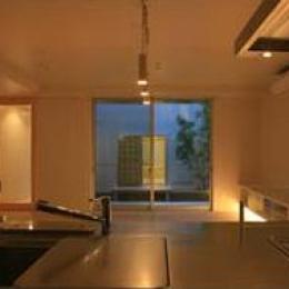 キッチンから望む (Takeo I-House)
