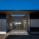 平屋・回廊の家の写真 黒いガルバリウム鋼板の外観