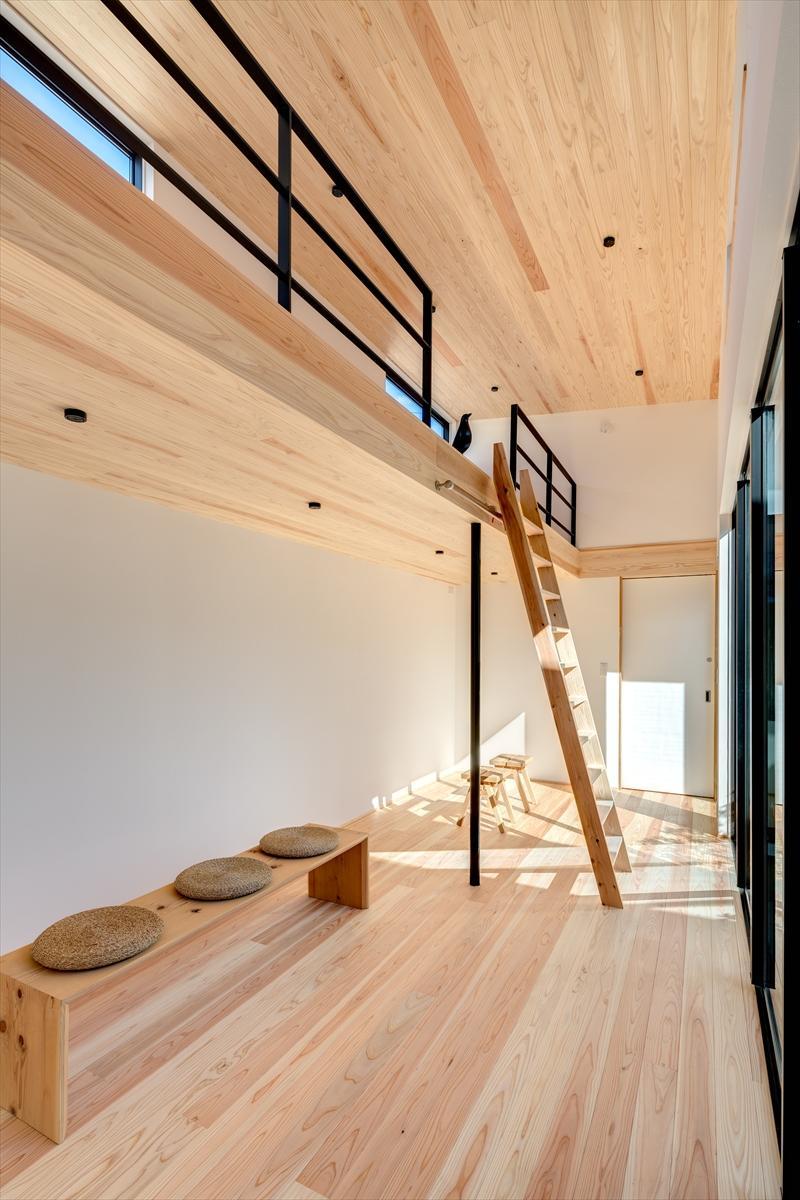 平屋・回廊の家の部屋 ロフトのある洋室