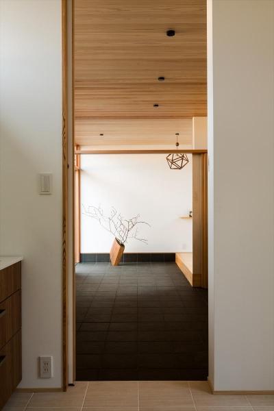 杉天井の広々とした玄関土間 (平屋・回廊の家)