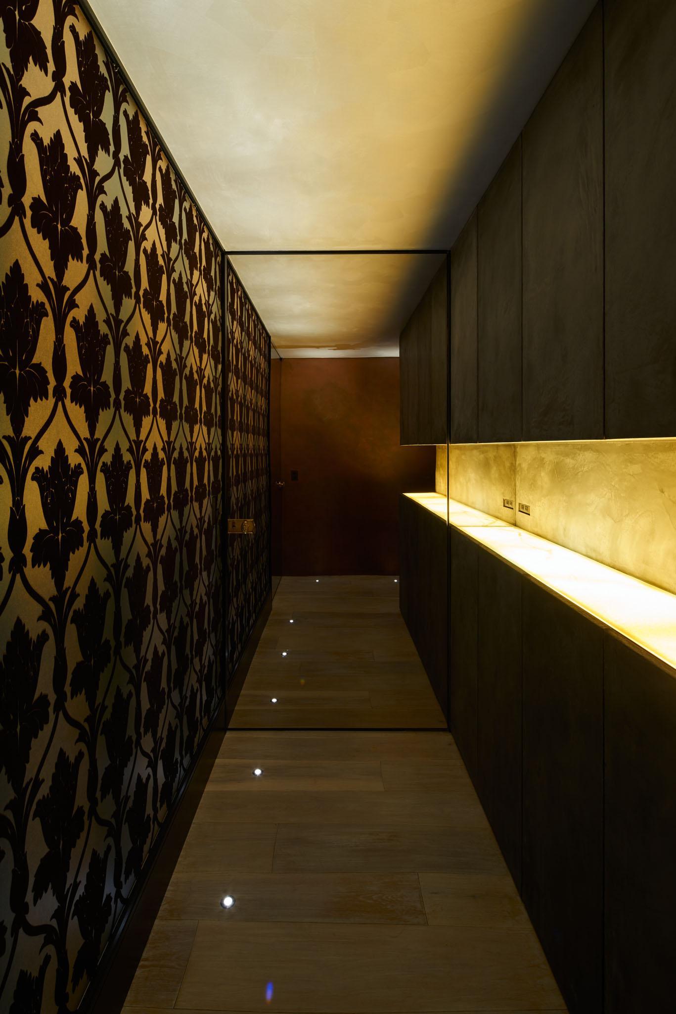 G-HOUSEの部屋 壁が印象的な廊下