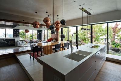 G-HOUSE (キッチンから全体を眺める)